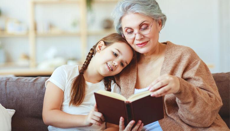 Як закохати дітей у книжки: поради експерта, які змусять дитину обрати книгу замість гаджета