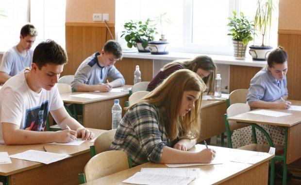 ЗНО-2020: десятки тисяч дітей провалили українську й історію