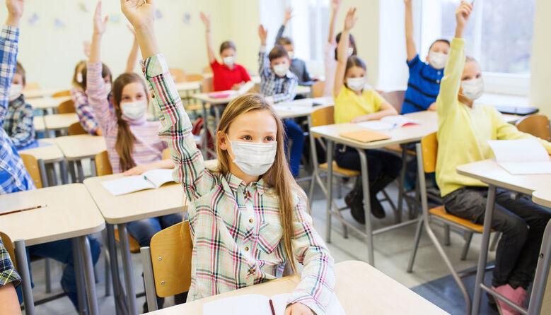 Носіння маски без хорошої вентиляції в школі – знущання над учнями та вчителями, – лікар-епідеміолог