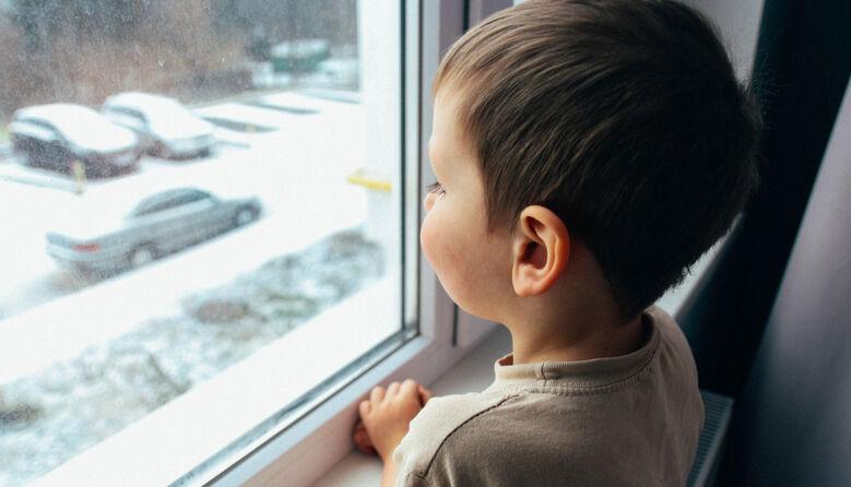 Вимушене сирітство: в Україні майже 50 тис. дітей, які мають батьків, але живуть в інтернатах