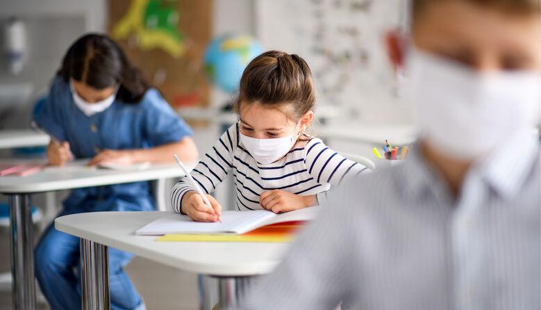 Якою буде тривалість уроків та зарплата педагогів: освітян турбує відсутність чітких роз'яснень від МОН
