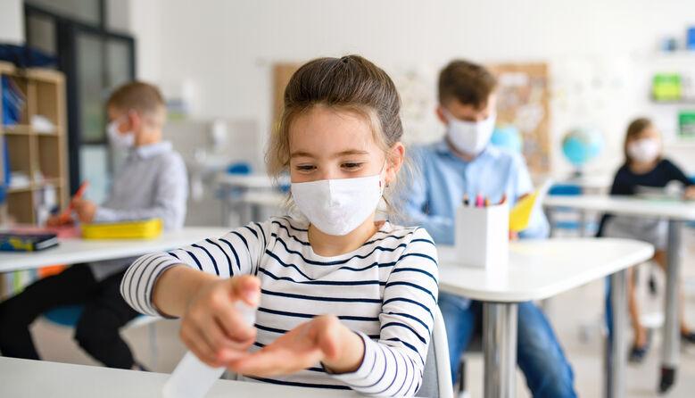 Маски та антисептики – за гроші батьків: чи мають право школи на такі вимоги?