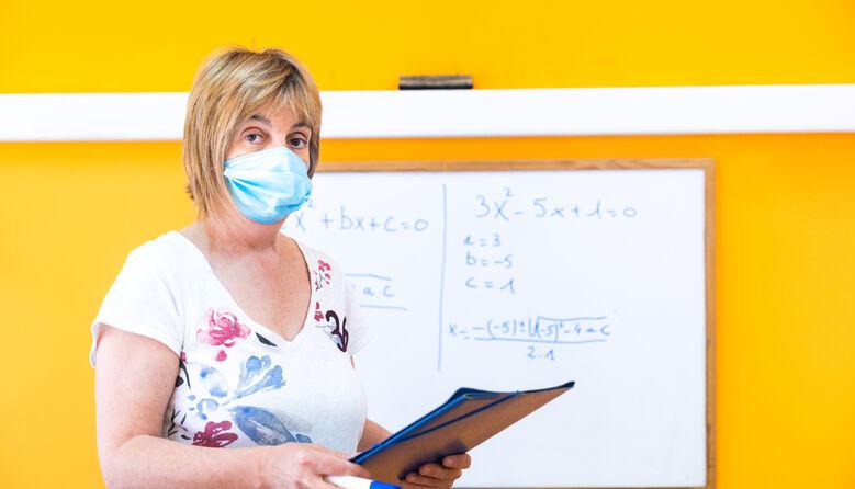 Вчителям і вихователям треба доплачувати за шкідливі умови праці: освітянка звернулась до Сергія Шкарлета