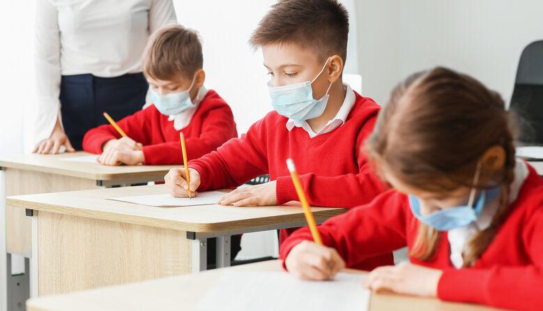 Дезінфекція класів і вимірювання температури студентам: про що забули згадати в рекомендаціях МОЗ