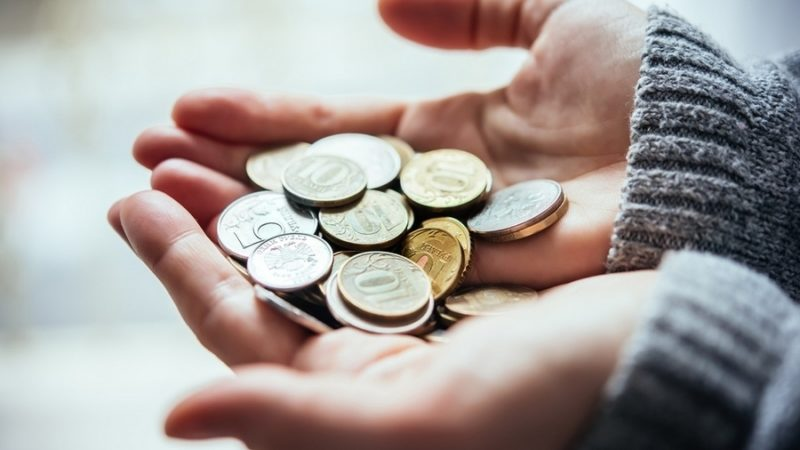 Кабмін підвищив зарплати бюджетникам за всіма тарифними розрядами