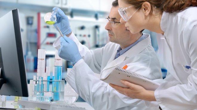 Скільки в Україні науковців та як держава фінансує їхню роботу: цікаві дані