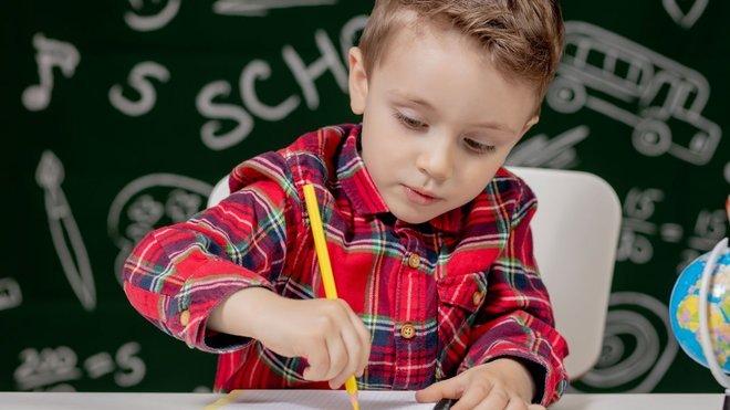 Як організувати робоче місце для школяра: важливі поради