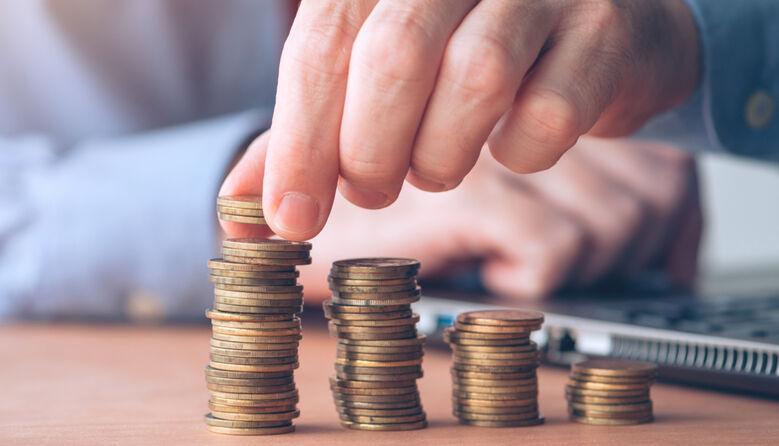 Зарплата вчителів: у МОН підтвердили поетапне підвищення окладів педагогічним працівникам
