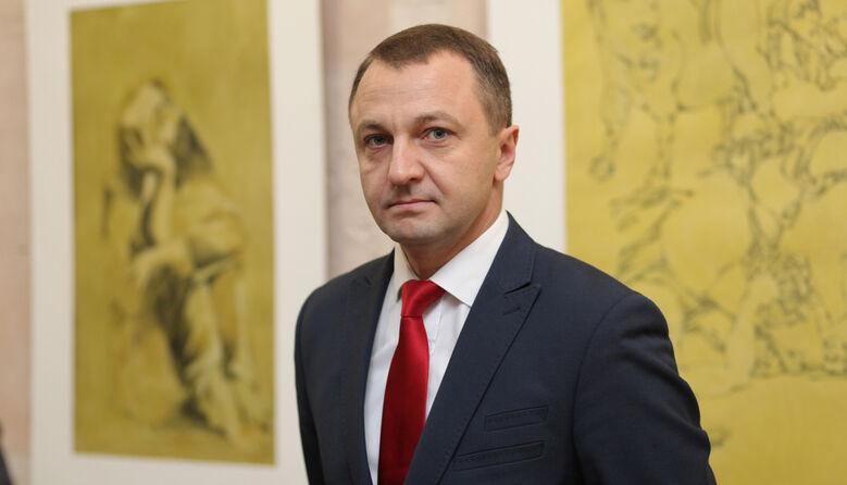 «Розділяти українську мову та літературу не можна»: мовний омбудсмен проти скасування обов'язкового ЗНО з укрліт