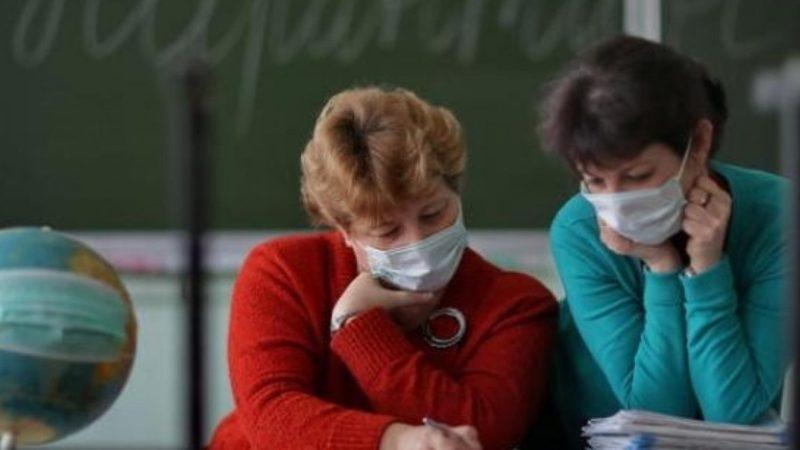 МОН планує страхування вчителів від коронавірус, але не усіх