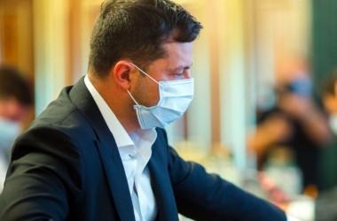 Влада хоче купити маски для шкіл за кошти місцевих бюджетів