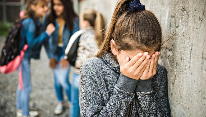 «Якщо говориш українською, то ти вище нас?» В Одесі звільнили вчительку, яка гнобила школярку через мову