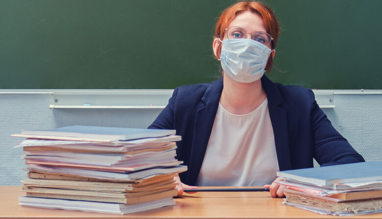 Під час канікул вчителям у школах варто носити маски та дотримуватись дистанції – Департамент освіти Києва