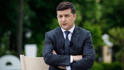 """Зеленському запропонують ввести карантин """"вихідного дня"""" та відправити школи в онлайн"""