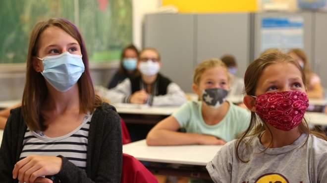 Коронавірус у школах: скільки учнів та вчителів інфікувались