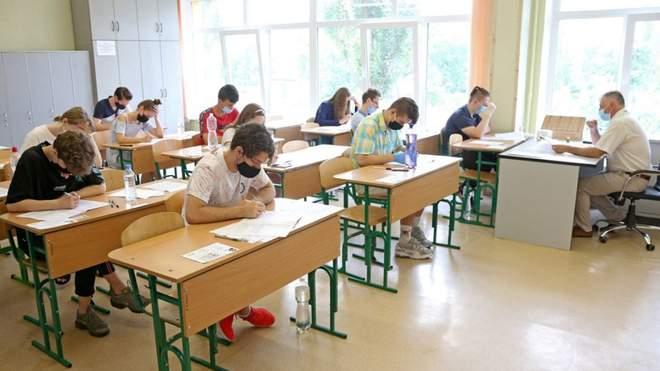 Канікул не буде: у школах Франківська вчитимуться, попри червону зону