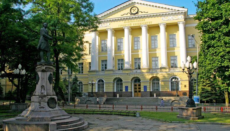 Звільнився, бо не хотів викладати українською: викладач вишу пішов з посади через скарги студентів