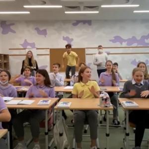 Ідея на мільйон: вчитель створив співанку в стилі мнемотехніки, яка допомагає дітям вивчати таблицю Менделєєва