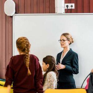 Вчителі й батьки вважають, що в школі треба викладати сексуальну освіту: цікаве дослідження