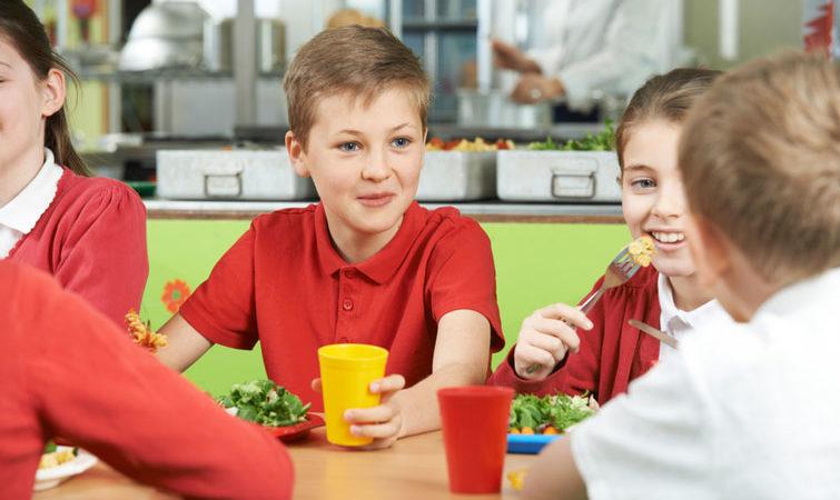 З 2021 року деякі діти зможуть отримувати особливе харчування в школі. Розповідаємо умови