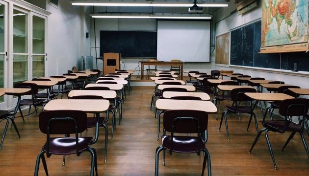МОЗ: Під час локдауну школи та садочки закриють