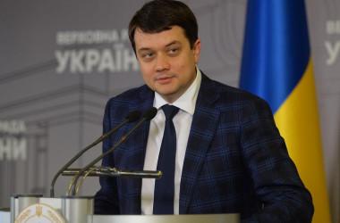 Разумков критикує наміри уряду скоротити видатки на освіту