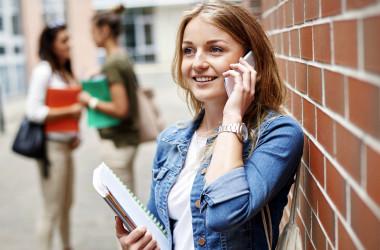 Комітет ВР не схвалив ідею про заборону телефонів у школах