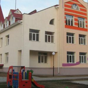 На території дитячого садка на Вінничині стався вибух: на місці працюють слідчі та криміналісти