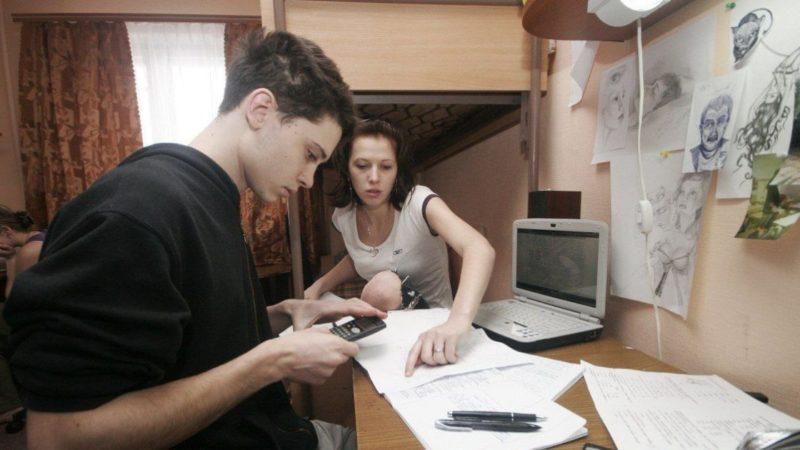 """Одні вчаться, інші мучаться: як українські школярі отримують освіту на """"дистанційці"""""""