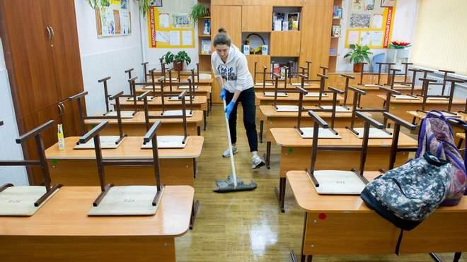 Учнів не зможуть залучати до прибирання класів: вимоги нового санітарного регламенту