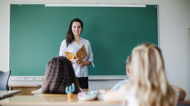 Скільки грошей отримають вчителі у 2021 році: відповідь Мінфіну
