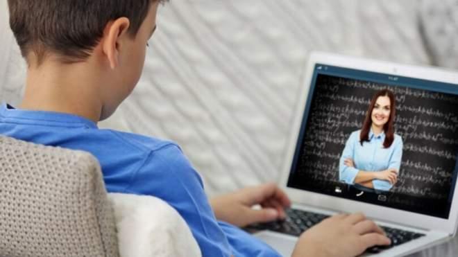 """Учителька """"вигнала"""" учня з онлайн-уроку: в мережі розгорівся скандал – деталі"""