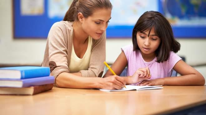 Репетиторство для учнів – це ініціатива батьків чи недопрацювання вчителів