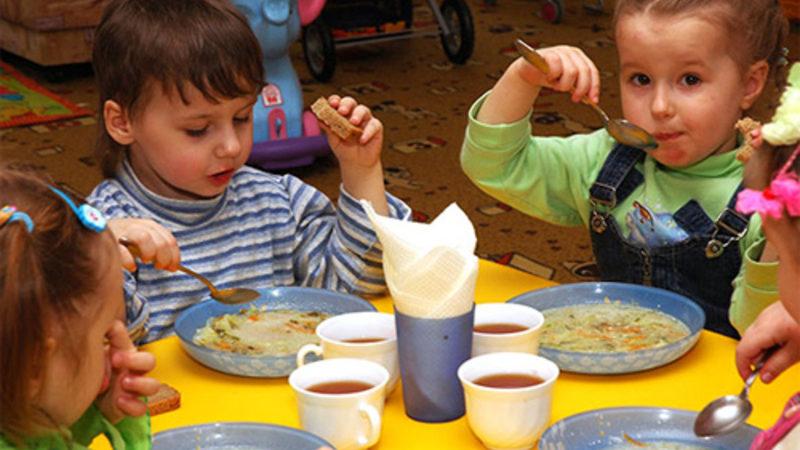 Скільки коштуватиме харчування дітей у франківських школах і дитсадках у 2021 році