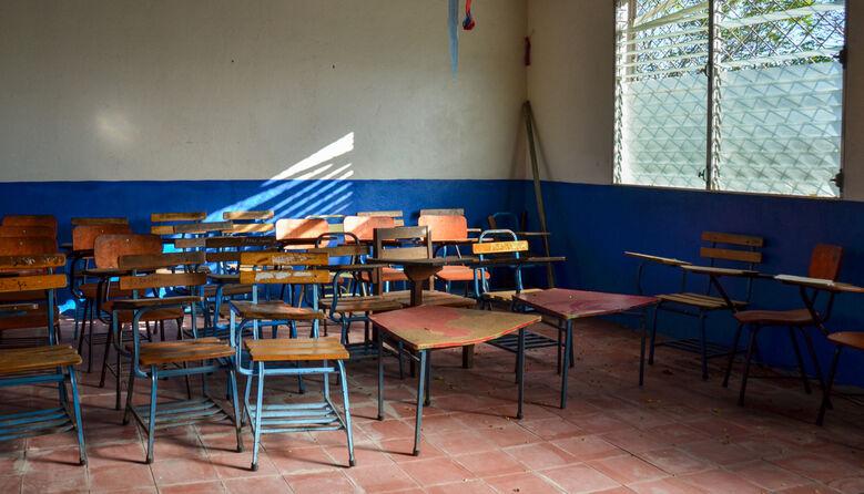 «Дивувати подряпаною дошкою і шматком крейди весь рік не вийде»: вчителька про занепад сільської освіти