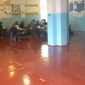 Вчителі змушені проводити уроки у шкільних коридорах: про ситуацію в одній зі шкіл на Київщині