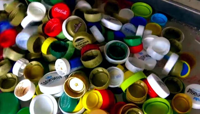 Нове життя для пластикових кришечок: Херсонські учні займаються переробкою пластику