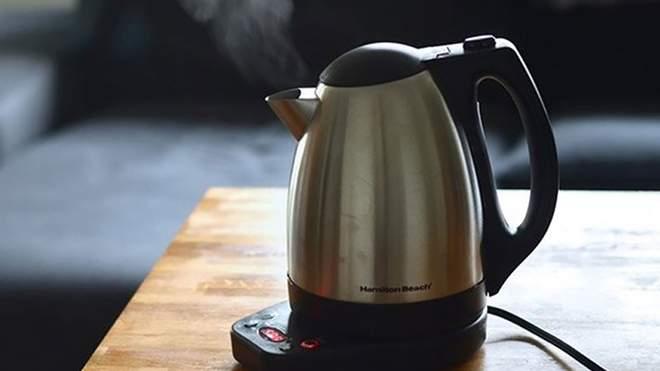 Батьки не здали гроші на чайник у школу, їх доньці заборонили брати з нього воду: деталі