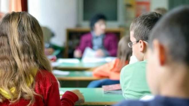 Зацькувала ученицю: вчителька вимагала від дітей підписів батьків, щоб отримати доплати