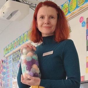 Вчителі не кинуті на призволяще – з ними рахуються, їм допомагають і цінують: українка про роботу вчителя в Канаді
