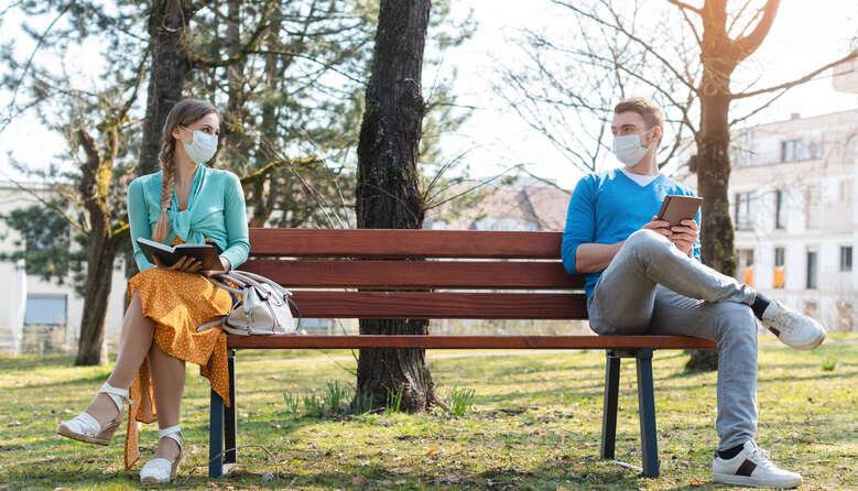 Кабмін зобов'язав носити маски у парках і на вулицях у «червоних» зонах: чи штрафуватимуть за порушення