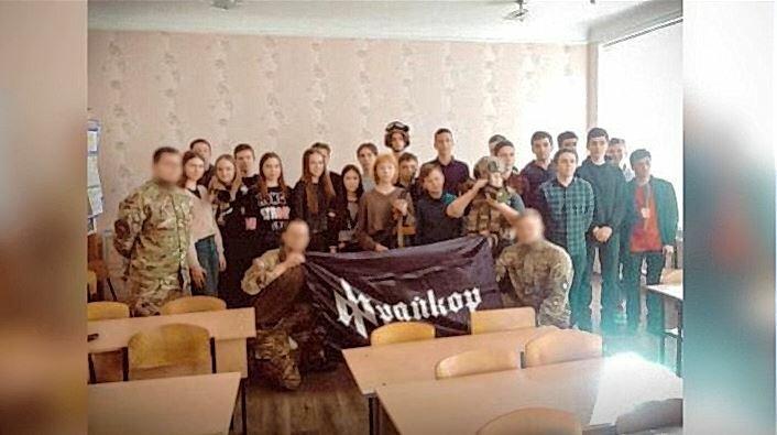Шкільний скандал у Харкові: зустріч з АТОвцями закінчилась звинуваченнями у фашизмі