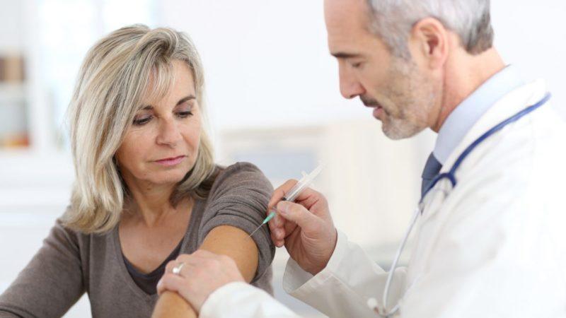 Обов'язково чи ні: як за кордоном вакцинують учителів від коронавірусу
