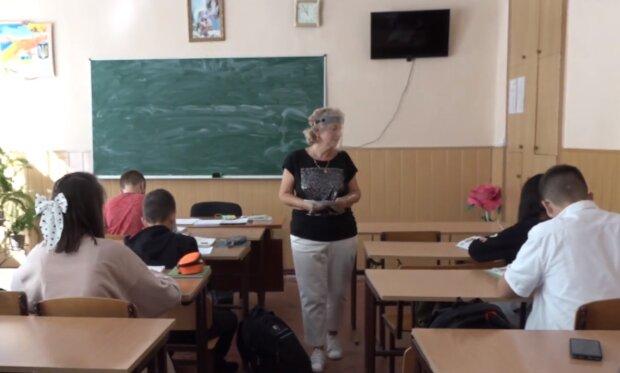 Українські батьки повстали проти карантину: вимагають пустити їх до школи