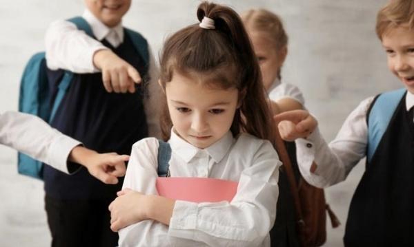 Дитяча жорстокість: у Рівному діти цькували однокласницю, бо в неї не було грошей