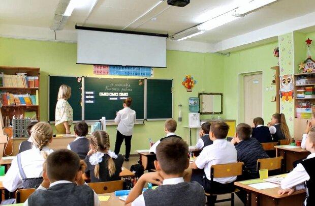 Знущання чи дисципліна? Українцям розповіли, чим загрожує носіння шкільної форми
