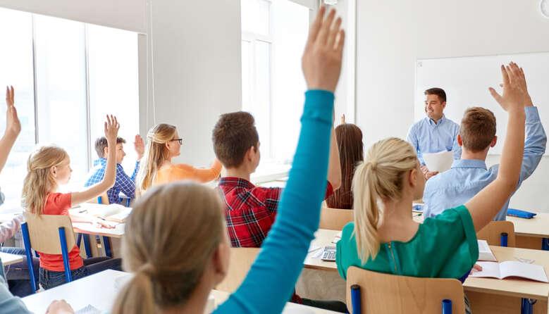 Випускники 9-х класів будуть переведені до 10-го класу у своїй школі