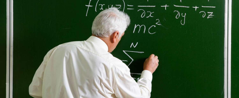 МОН надає роз`яснення щодо контрактів з учителями-пенсіонерами
