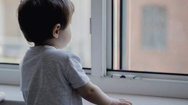У дитсадку Запоріжжя 4-річна дитина випала з вікна і травмувалася