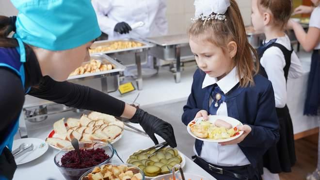 Норми шкільного харчування в Україні порушені в кожному четвертому меню для учнів
